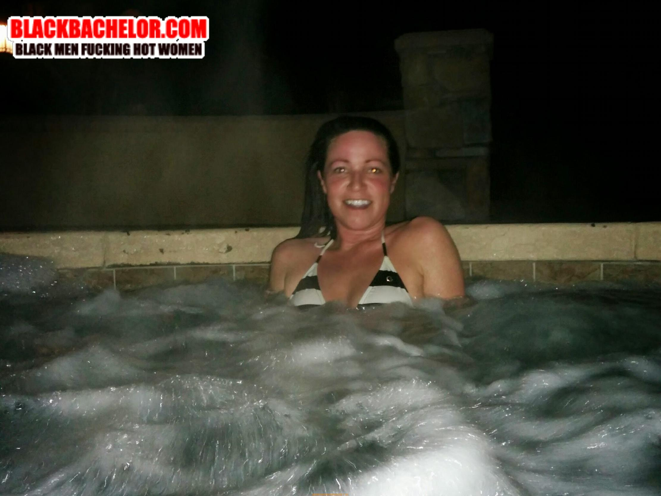 hardcore sex in a hot tub
