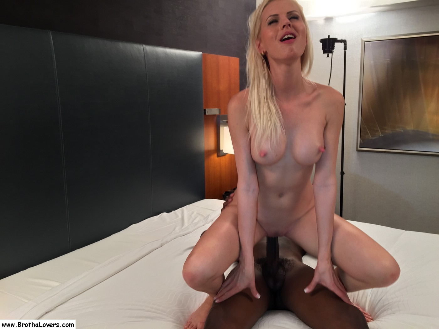 Cuckold wife in hotel with bbc - 1 6
