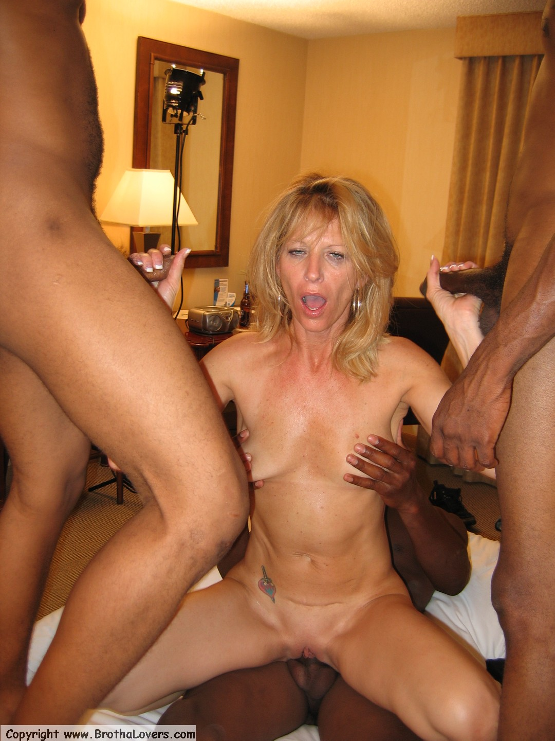 2 young guys meets 4 mature milfs - 1 part 2