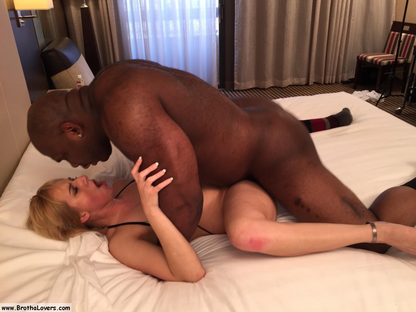 Amateur white girl worships a giant superior bbc - 2 8